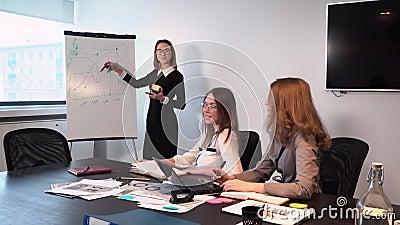 Девушки в офисе на работе работа для девушек смоленск с ежедневной оплатой