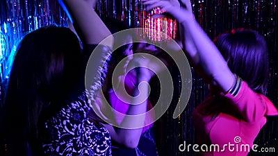 Танца в ночном клубе видео новоалтайск ночные клубы