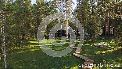 Дом в древесинах сток-видео