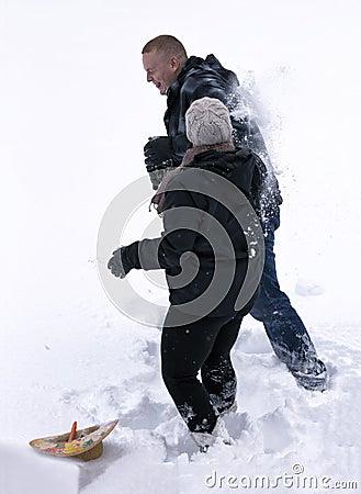 Драка шарика снежка