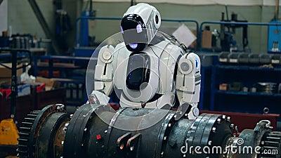 дроид винит металлическую деталь на заводе акции видеоматериалы