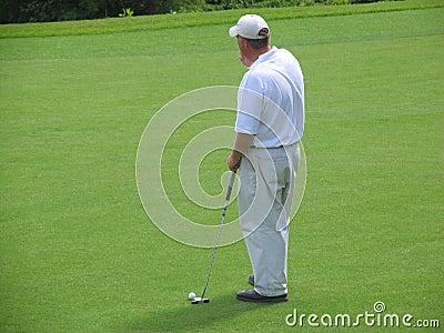 думать игрока в гольф Редакционное Фотография