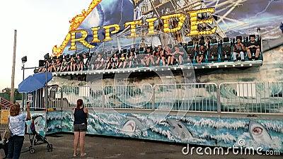 Езда Riptide в дворце Playland акции видеоматериалы