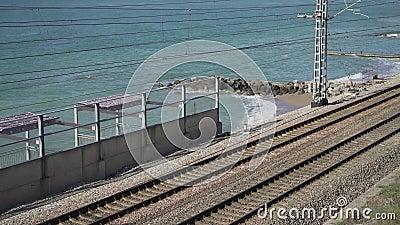 Железная дорога вдоль моря акции видеоматериалы