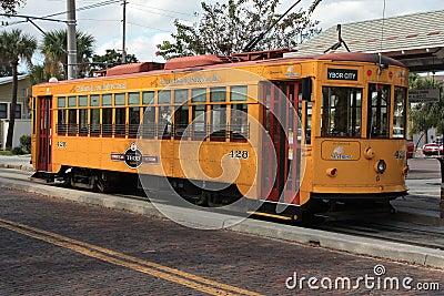 желтый цвет вагонетки Редакционное Фотография