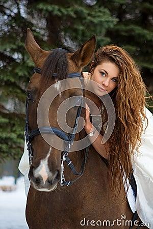 женщина лошади