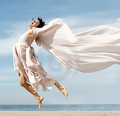 женщина пляжа счастливая