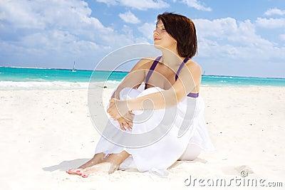 женщина счастливого sarong белая