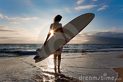 женщина surfboard солнца