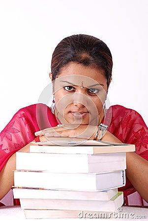 женщины стога книг
