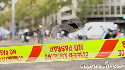 Жёлтая охранная пленка с надписью 'Бомберс Барселона', без пасара акции видеоматериалы