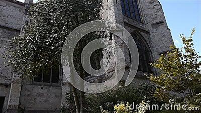 Задний экстерьер церков в Lisieux, Нормандии Франции, НАКЛОНЕ видеоматериал