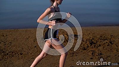 Зажим замедленного движения молодой женщины jogging акции видеоматериалы