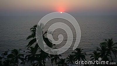 Закат в море, пляж Гоа акции видеоматериалы
