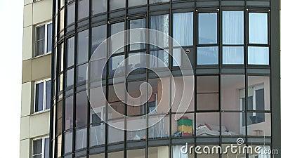 Закрыть вид на многоэтажный фасад здания видеоматериал