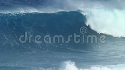 Замедленное движение: Пустой разбивать океанской волны