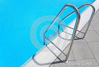 заплывание лестницы бассеина
