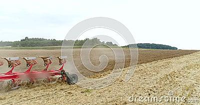 Засев аграрного трактора и поле культивировать акции видеоматериалы