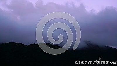 Заход солнца промежутка времени над горами видеоматериал