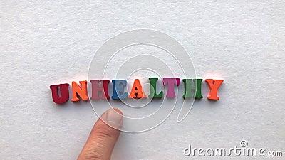 Здорово покрашенные деревянные письма на белом листе бумаги акции видеоматериалы