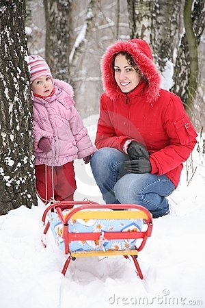 зима парка мати 2 ребенк