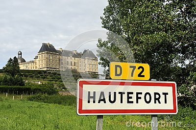 Знак городка города Hautefort