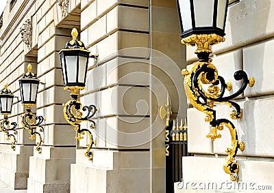 золотистые фонарики