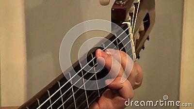 Играть гитариста сток-видео