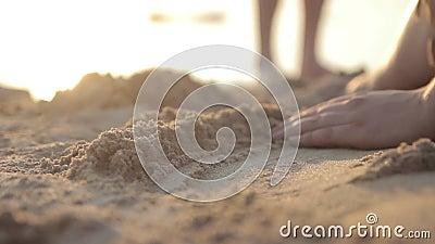 играть песок акции видеоматериалы