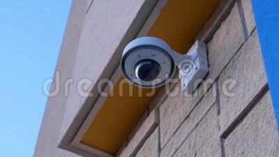 Камера слежения купола na górze потолка вне магазина Walmart акции видеоматериалы