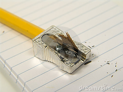 карандаш заточил