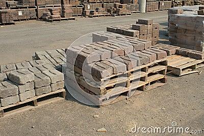 Кирпичи подпорной стенки