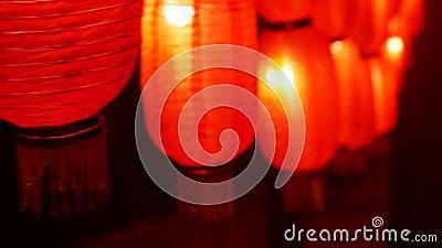 Китайские фонари Фестивые красные лампы ночуют на улицах Азии Традиционный праздничный новый декор Ночное освещение Закрыть сток-видео