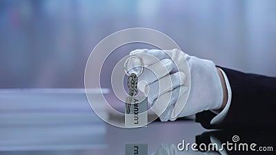 Клеймовая цепь, высококачественное обслуживание, роскошь, ручная ручная секретарша отеля сток-видео