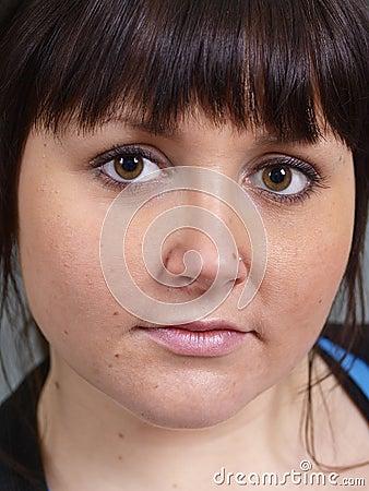 коричневейте eyed девушку
