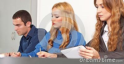 Коллективно обсуждать