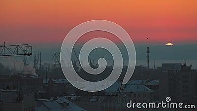 Красивейший заход солнца промышленно E Промежуток времени сток-видео