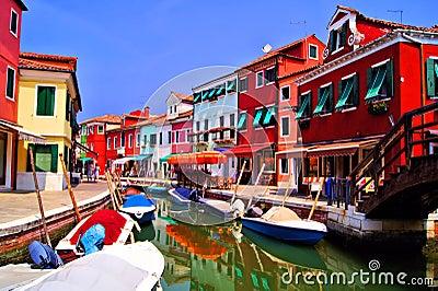 Красочное Burano, Италия