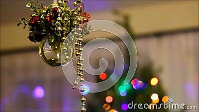 Кристаллический орнамент с рождественской елкой на заднем плане видеоматериал