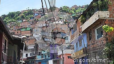 Латинская Америка neigborhood взгляда улицы плохая с домами самана видеоматериал