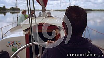 Летом кататься на лодке видеоматериал