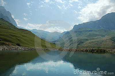 лето гор дня Азербайджана suvar