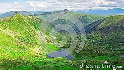 Любить озеро в горах Сердцеобразное озеро Время истекло видеоматериал