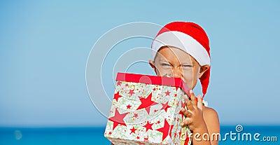 Мальчик в шляпе santa