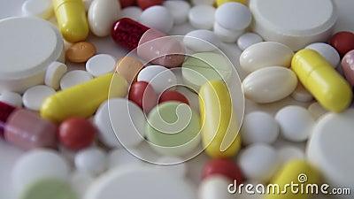 Медицинские таблетки закручивают видеоматериал