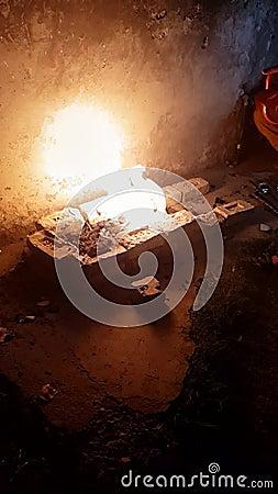 Медленное видео огня, горящего для барбекю видеоматериал