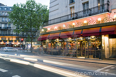место paris ночи Франции бистро Редакционное Фотография