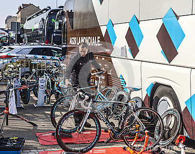 Механик велосипедов Редакционное Стоковое Изображение