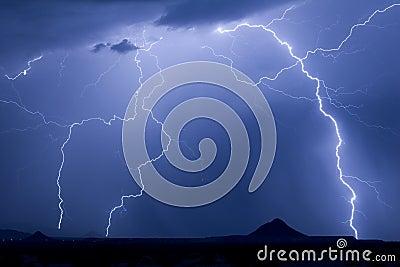 молния выступает близнеца