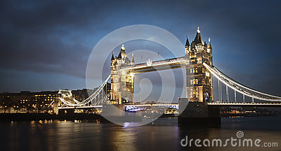 Мост на ноче, Лондон башни